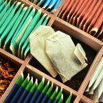 Sorteren en inpakken theedozen